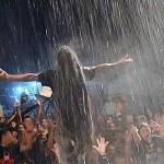 Dahsyat, Pentas Musik Reggae di Bawah Guyuran Hujan
